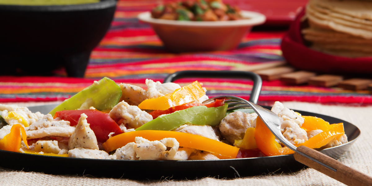 image of chicken fajita plate on restaurant table
